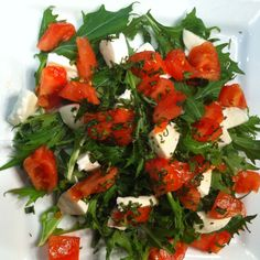 Mizuna Salad, Chopped Mozzarella 'n Tomato, minced Basil, et Voilà! Vinaigrette: blend Olive oil and Walnut oil to give it a twist, red wine and balsamic combination for the vinegars, mustard Fallot from Dijon, salt, pepper. Enjoy!