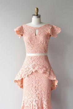Emmanuelle Spitze Kleid 1930er Jahre Vintage von DearGolden