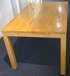 Hvordan pusse opp spisebordet? - Fornyelse av gamle møbler - ifi.no Table, Furniture, Home Decor, Interior Design, Home Interior Design, Desk, Tabletop, Arredamento, Desks