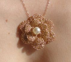Gold necklace - flower crochet wire wedding necklace - love and romantic - gold and pearl | Flickr: Intercambio de fotos