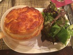 Lillie's Victorian Bar & Restaurant, NYC #chickenpotpie #salad #potpie #puffpastry