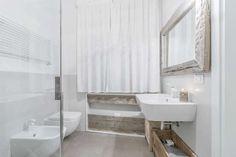 homify / Facile Ristrutturare: Stanza da bagno: Bagno in stile in stile Moderno di Facile Ristrutturare