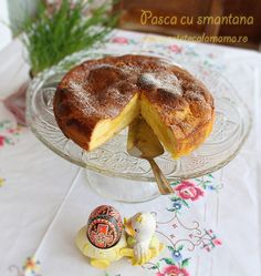 pasca  cu smantana, reteta de pasca cu smantana pt. paste Romanian Food, Romanian Recipes, Dessert Recipes, Desserts, Camembert Cheese, French Toast, Food Porn, Pudding, Easter