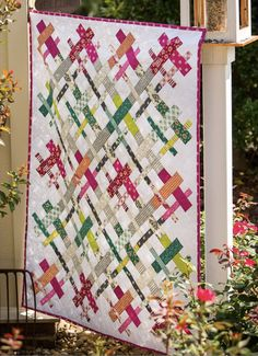 If you follow me on Instagram, you might have seen the Cut Loose Quilt  that I made for Denyse Schmidt's quilt market booth. The free patte...