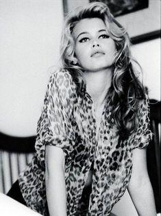 Classic Bridget Bardot - looks like Claudia Schiffer! Claudia Schiffer, Brigitte Bardot, Bridget Bardot Makeup, Bridgette Bardot Style, Look Vintage, Vintage Beauty, Vintage Fashion, Ellen Von Unwerth, Timeless Beauty