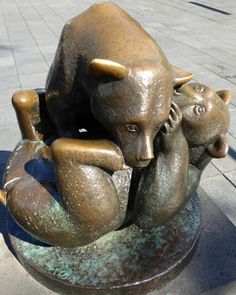 STATUES IN ROTTERDAM THAT MAKE US SMILE Roaming Rotterdam writes about a few of that statues in the city which put a smile on our faces http://blogs.angloinfo.com/roaming-rotterdam/2016/09/17/rotterdam-statues-that-make-us-smile/