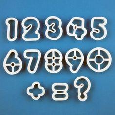 Maak eenvoudig prachtige cijfers met deze PME uitstekers set. Ideaal om cijfers te maken voor op bijvoorbeeld verjaardagstaarten en cupcakes.