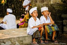 Two Balinese children chatting Like us https://www.facebook.com/placesbali