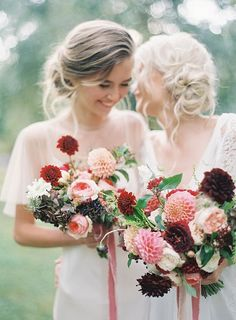 Blush and burgundy dahlia bouquets -- positively stunning! | Floral design by Fleuriste | Photography by Jen Huang | via Magnolia Rouge