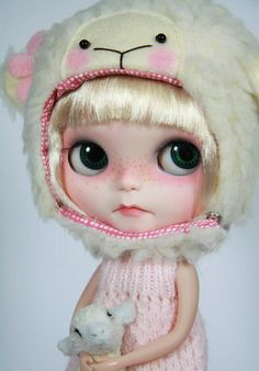 OOAK Custom Blythe Repaint Limited Edition Prima Dolly PARIS by Freddy Tan. Want this hat.