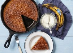 Chiquita recipes ¦ Discover our delicious, healthy and easy banana recipes. Be it breakfast or lunch, every recipe is filled with flavor and nutrition. Healthy Banana Recipes, Banana Bread Recipes, Skillet Bread, Blenders, Vegan Options, Nutritious Meals, Easy Meals, Nutrition, Baking