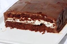 La torta Kinder Delice, lo dice già il nome, è qualcosa di assolutamente delizioso, direi indescrivibilmente delizioso.Magari tu sei abituato a mangiare le merendine Kinder Delice. Si, sono buone non lo nega nessuno, ma prova questa ricetta. Oltretutto in questa torta non ci sono i conservati tipici delle merendine.Il Kinder Delice è un dolce che piace a bambini ed adulti. Puoi anche preparare la torta Delice a casa tua, iniziando dal pan di spagna e finendo con la Nutella. È una ricetta…