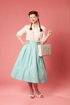 Auntie Em! Auntie Em! #vintage #skirt #1950s #dorothy #wizardofoz #cotton $52