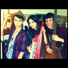 VICTORIA JUSTICE AND MAX SCHNEIDER TAKE ON MAROON 5