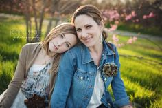 Ideas for mothers with teen kids photograghy poses | love the mother daughter pose