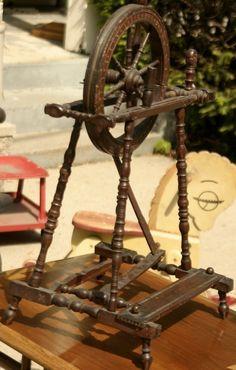 RARE Antique Handpainted Folk Art Child Size or Salesman Sample Spinning Wheel   eBay  sold   525.00.    ~♥~