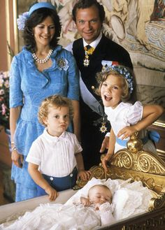 Ready for Royalty Photo Spotlight: Christenings-Princess Madeleine of Sweden with Queen Silvia, King Carl Gustaf, Prince Carl Phillip and Crown Princess Victoria. Love this picture for the Royal Family. Princesa Real, Casa Real, Princess Victoria Of Sweden, Crown Princess Victoria, Royal Life, Royal House, Princesa Victoria, Queen Of Sweden, Royal Monarchy