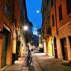 Scende la sera nel centro di Modena | MyTurismoER: Modena attraverso lo sguardo fotografico di @stefifre