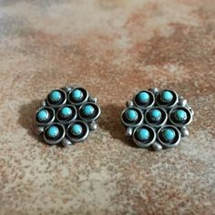 """AZ ESTATE FIND! SWEET PAIR OF ZUNI STERLING POST 1/2"""" EARRINGS WITH CLUSTERS"""
