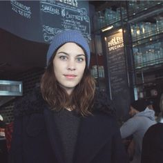 Alexa Chung, New York. Holly Owens, How To Look Pretty, How To Look Better, Alexa Chung Style, New York February, Celebrity Look, Anne Hathaway, Angelina Jolie, Pretty People