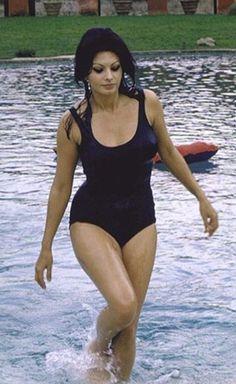 Stop being so beautiful Sophia Loren!