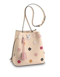 FrenchEconomie™️ Spring/Summer 2018 Purses and Handbags: Louis Vuitton Ivory Cream Lockme Floral Buc Mochila Louis Vuitton, Louis Vuitton Handbags, Purses And Handbags, Luxury Bags, Luxury Handbags, Summer Bags, Spring Summer, Bucket Purse, Beautiful Bags