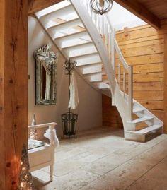 Białe, drewniane schody