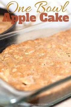 One Bowl Apple Cake - There are many One Bowl Apple Cake recipes out there and I think I found one of the best one! Check out this One Bowl Apple Cake recipe and you will agree. Cake Delicious One Bowl Apple Cake Recipe (You Are Going to Love! Green Apple Recipes, Apple Recipes Easy, Apple Cake Recipes, Easy Cake Recipes, Cake Recipes With Vegetable Oil, Easy Apple Desserts, Easter Recipes, One Bowl Apple Cake Recipe, Easy Apple Cake