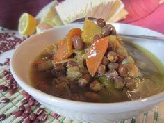 Zuppa di azuki rossi con cavolo cappuccio e carote
