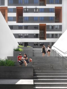 Image 17 of 33 from gallery of SUTD Housing and Sports / LOOK Architects + Surbana International Consultants. Courtesy of LOOK Architects Landscape Stairs, Landscape Structure, Facade Architecture, Landscape Architecture, Exterior Stairs, Social Housing, Home Technology, Rooftop Garden, Urban Furniture