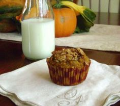 White Whole Wheat Flour, Agave Nectar, Pumpkin and Flaxseed - A healthified muffin recipe! Muffin Recipes, Breakfast Recipes, Green Diet, Pumpkin Chocolate Chip Muffins, Sweet Bread, Agave Nectar, Flaxseed, Favorite Recipes, Treats