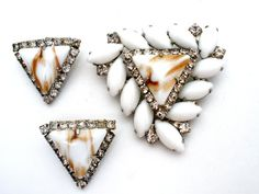 Weiss White Aventurine Set Brooch Earrings by TheJewelryLadysStore