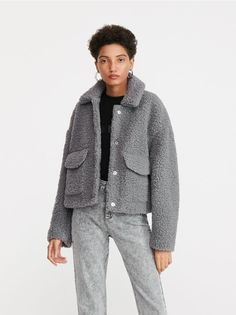 Faux Shearling Jacket, Cute Outfits, Vogue, Street Style, My Style, Womens Fashion, Model, Sweaters, How To Wear