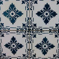 #azulejoportuguês #azulejos #tileaddiction #tiles by claudiaomoura