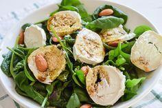 Ein wirklich mega leckerer Salat mit Babyspinat und Ziegenkäse. Dazu gibt es ein köstliches Dressing mit Kürbiskernöl.