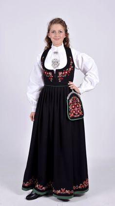 Nye Valdresbunad i sort toskaft. Folk Costume, Costumes, Norwegian Clothing, Norwegian Vikings, Norway, Scandinavian, High Neck Dress, Culture, Nye