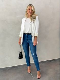 Blazer Long Line White - Estacao Store White Blazer Outfits, Casual Blazer Women, Casual Work Outfits, Business Casual Outfits, Mode Outfits, Blazers For Women, Classy Outfits, Chic Outfits, Fashion Outfits