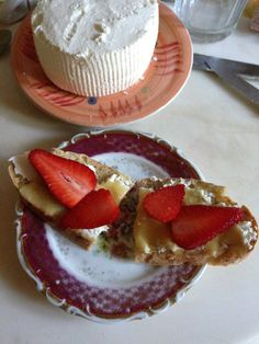 Bella Baita Bed and Breakfast, Italian Alps. Toasted wholegrain bread topped with fresh ricotta and sliced strawberries and drizzled with honey http://www.organicholidays.co.uk/at/2959.htm