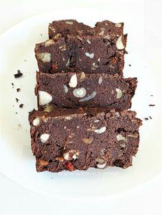 W poniższym wpisie przedstawiam Wam jedno z najlepszych ciast czekoladowych, jakie do tej pory jadłam i nie twierdzę tak tylko i wyłącznie dlatego, że wymyślił i przygotował je mój mężczyzna. Po prostu połączenie pysznego kokosa z aromatycznym i mocnym smakiem kakao sprawia, że od tego ciasta nie można sie oderwać :) Ciasto czekoladowejest szybkie łatwe…