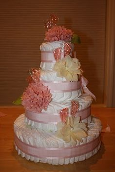 I think this is the prettiest diaper cake I've ever seen .. someone have baby so I can make it