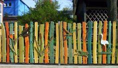 Gestaltung von Spiel-Landschaften in natürlicher Robinien Wuchsform Bänke und Tische, Zäune und Gerätehäuser aus Robinienholz