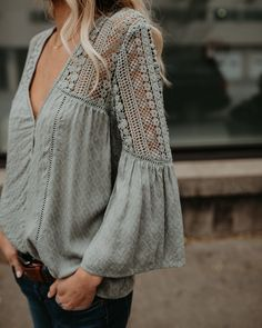 PREORDER – Du Jour Crochet Blouse – Sage The crochet details and v-neck cut take this top from just so-so to excellent. I would wear this a ton! Fashion News, Boho Fashion, Autumn Fashion, Fashion Outfits, Fashion Games, Blouse Styles, Blouse Designs, Cooler Look, Mode Boho