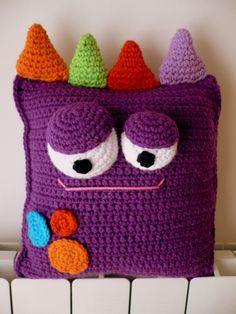 Perfect Knit Pillow Models For Baby Room – Knitting And We Crochet Home, Cute Crochet, Crochet Crafts, Crochet Dolls, Crochet For Kids, Crochet Projects, Crochet Pillow Pattern, Crochet Cushions, Knit Pillow