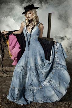 50 years of Lois Jeans Diy Jeans, Jeans Denim, Denim And Lace, Denim Fashion, Boho Fashion, Denim Wedding Dresses, Mode Jeans, Denim Ideas, Bohemian Mode