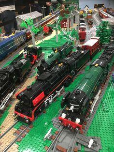 Lego Train Tracks, Lego Trains, Flying Scotsman, Lego Boards, Brick In The Wall, Night Train, Lego Figures, Train Engines, Lego Design