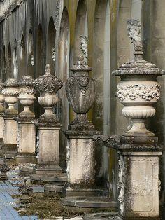 GARDEN ON garden Urns Beautiful gate! Architectural Salvage, Architectural Elements, Vases, Grand Art, Steinmetz, Garden Urns, Fountain Garden, Garden Statues, Garden Planters