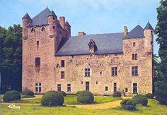 Château du Vieux Chambord à Tréteau (Allier) French Castles, Château Fort, French Cottage, Cottage Design, Medieval Castle, Architecture, Beautiful Places, Tower, Around The Worlds