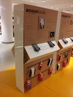temporary Kindle display produced in cardboard.Nice temporary Kindle display produced in cardboard. Design Shop, Kiosk Design, Retail Design, Store Design, Pop Display, Display Design, Display Ideas, Electrical Stores, Design Commercial