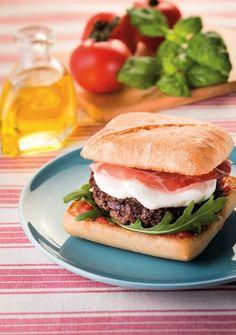 Italian Mozzarella-Coppa Burger Recipe: The Easy Recipe - Italian Burger, Italian Snacks, Italian Recipes, Mozzarella, Chocolate Gelato Recipe, Crepes, Burger Co, Burger Seasoning, How To Cook Burgers