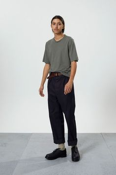 Garment-dyed short-sleeved t-shirt. regular fit.    * * *    70% organic cotton 30% linen  machine washable 30º  made in portugal Margaret Howell, Dress Me Up, Cotton Linen, Sage, Organic Cotton, Menswear, Normcore, Shorts, T Shirt